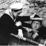 Klart till Drabbning, 1937 Åke Söderblom hjälper Thor Modéen upp ur vattnet