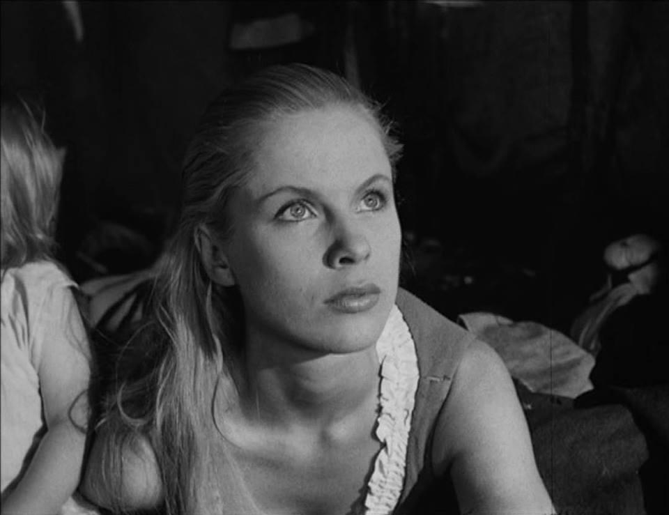 Bibi Andersson i Det sjunde inseglet (1957).